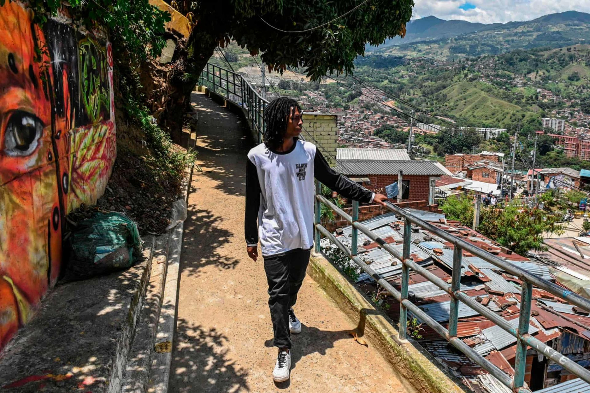 comuna 13 tu thanh pho nguy hiem nhat the gioi den thanh dia du lich colombia