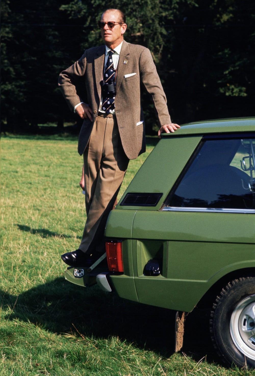 12 bộ trang phục phong cách nhất của Hoàng thân Philip trong những năm qua
