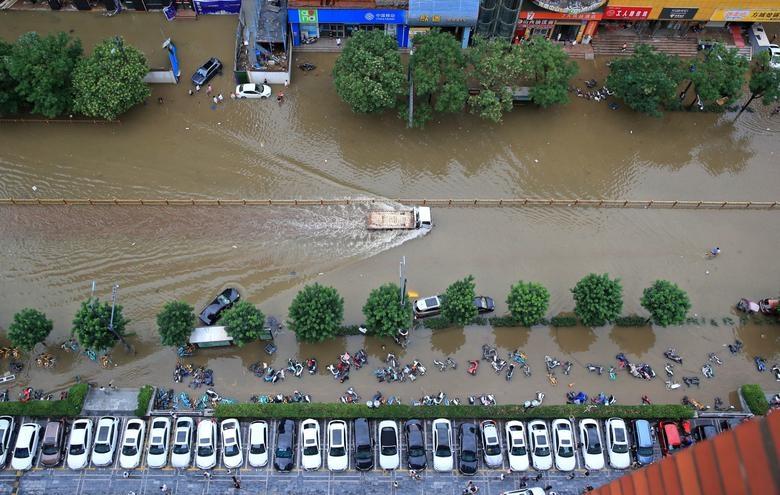 Lũ lụt ở Trung Quốc: Tỉnh Hà Nam bị 'bao vây' sau trận mưa lớn nhất 1.000 năm qua