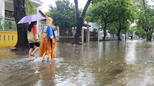 Nước sông Hương gần tràn bờ, Thừa Thiên Huế khẩn trương đối phó với tình trạng mưa lũ