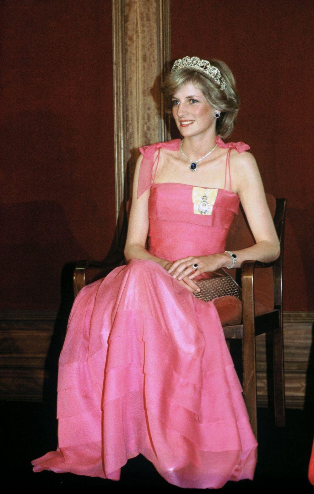 Công nương Diana kết hợp những món trang sức thanh lịch với màu sắc. (Nguồn: Getty Images)