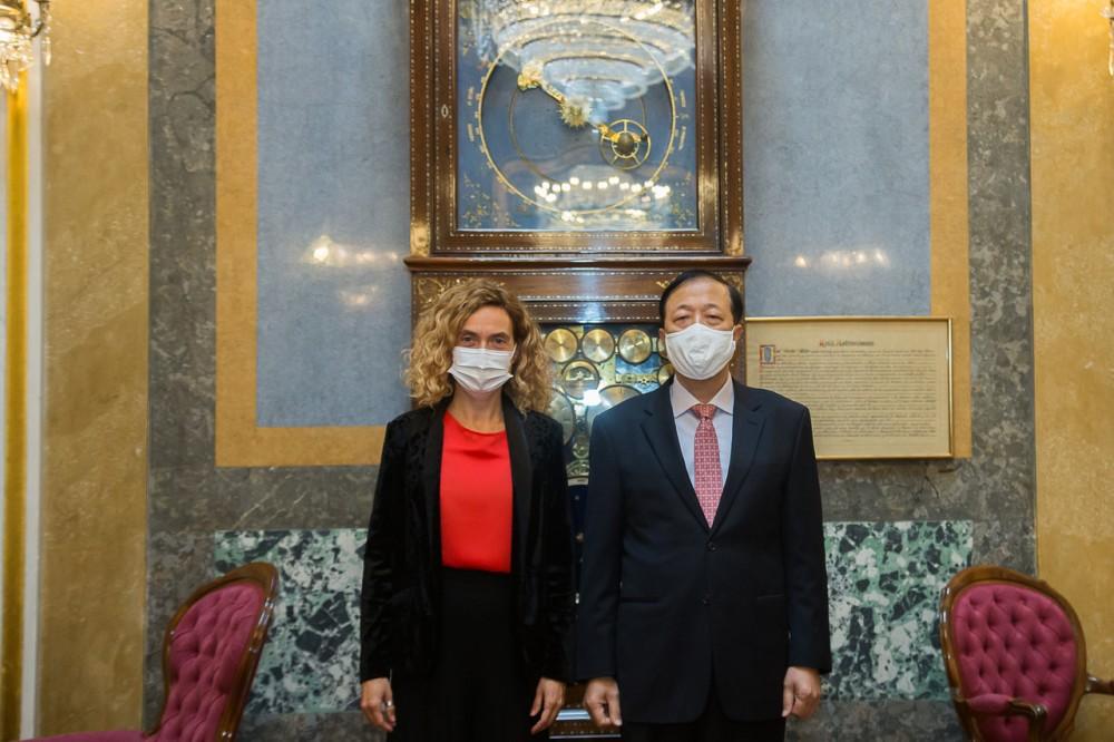 Đại sứ Hoàng Xuân Hải chào xã giao Chủ tịch Hạ viện Tây Ban Nha Meritxell Batet Lamana
