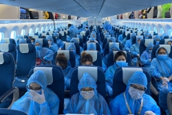 more than 300 vietnamese citizens fly home from singapore amid covid 19 pandemic