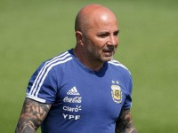 messi cam dau quotdao chinhquot lat ghe hlv sampaoli
