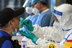 Covid-19 ở Trung Quốc: Tình hình Bắc Kinh 'hết sức nghiêm trọng', cấm dịch vụ chở khách ra khỏi thành phố