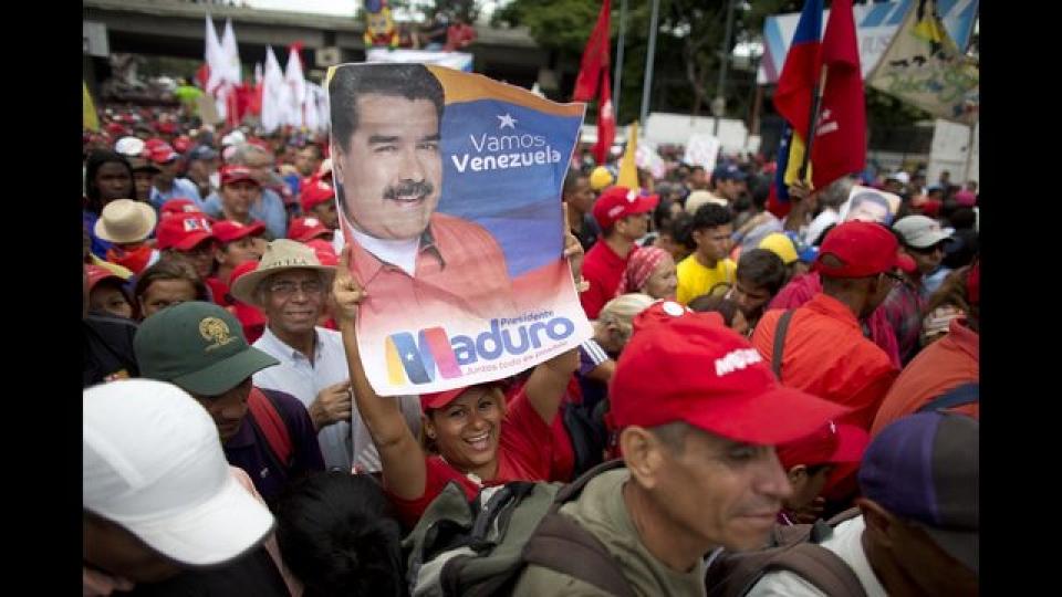 vu am sat hut tong thong venezuela bat giu tuong quan doi lien quan