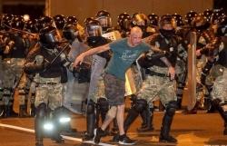 Bầu cử Belarus: Ông Lukashenko tạm dẫn trước cách biệt, biểu tình phản đối ở Thủ đô, phóng viên Nga bị bắt giữ