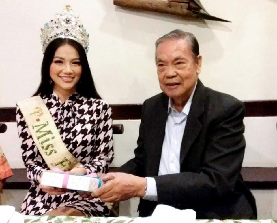 cong dong nguoi viet tai philippines chuc mung hoa hau trai dat 2018