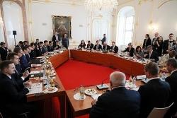 Ngoại trưởng Nhật Bản gửi thư chúc mừng 30 năm thành lập Nhóm Visegrad