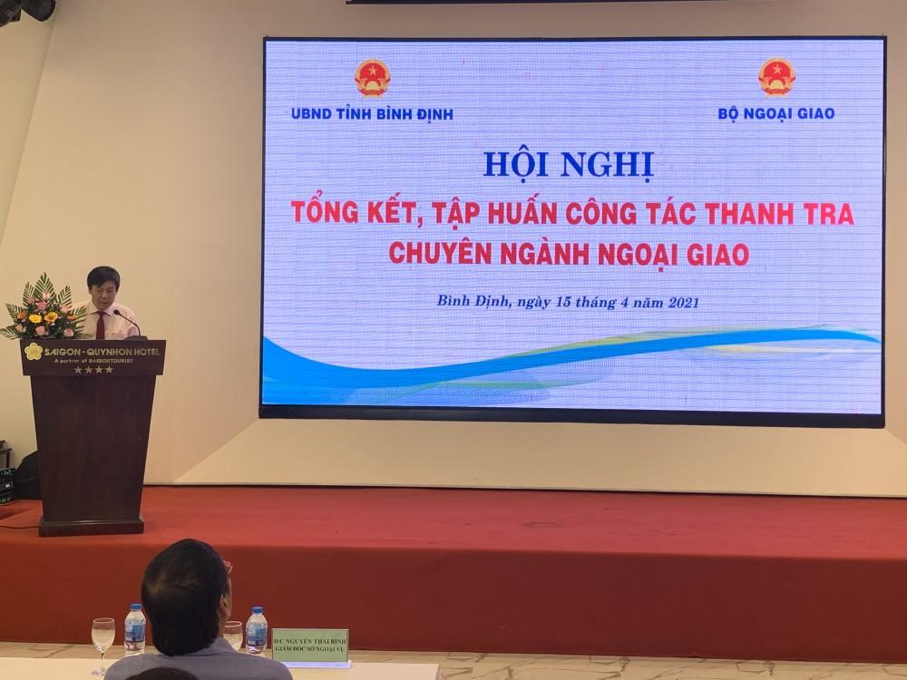 Ông Hồ Minh Tuấn, Chánh Thanh tra Bộ Ngoại giao đánh giá cao sự nỗ lực vượt bậc của các cơ quan ngoại vụ địa phương trong việc triển khai nghiêm túc, đúng hướng, đúng kế hoạch, chủ động và sáng tạo công tác thanh tra, kiểm tra chuyên ngành Ngoại giao trong năm 2020. (Ảnh: Văn Toại)