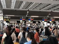 Ngày 2/8, hơn 230 công dân Việt Nam từ Thái Lan hạ cánh xuống sân bay quốc tế Nội Bài