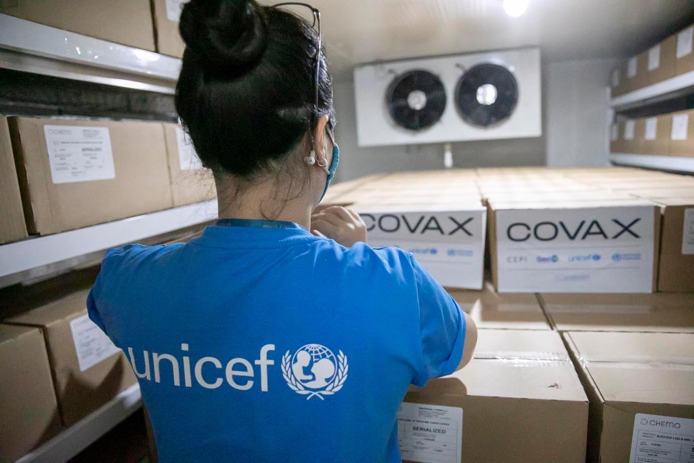 Gần 500 nghìn liều vaccine Covid-19 đã về tới sân bay Nội Bài