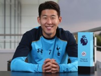 son heung min duoc huy the do sau cu vao bong voi andre gomes