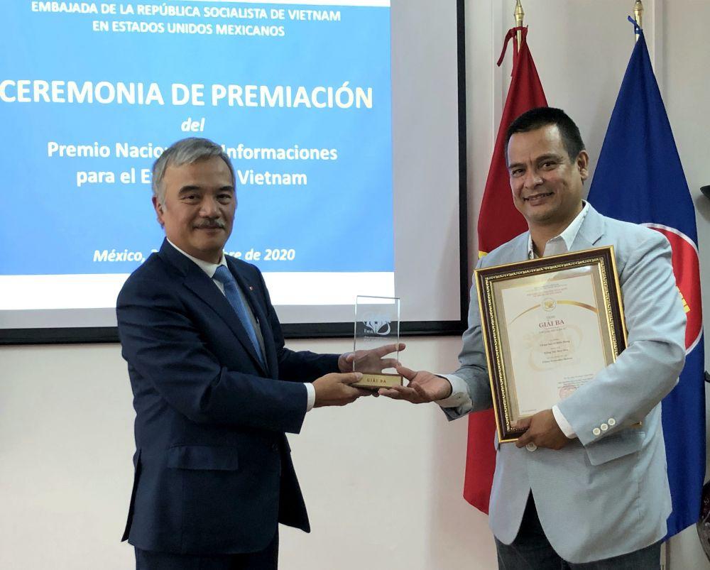 Trao Giải thưởng toàn quốc về Thông tin đối ngoại cho hai tác giả người Mexico