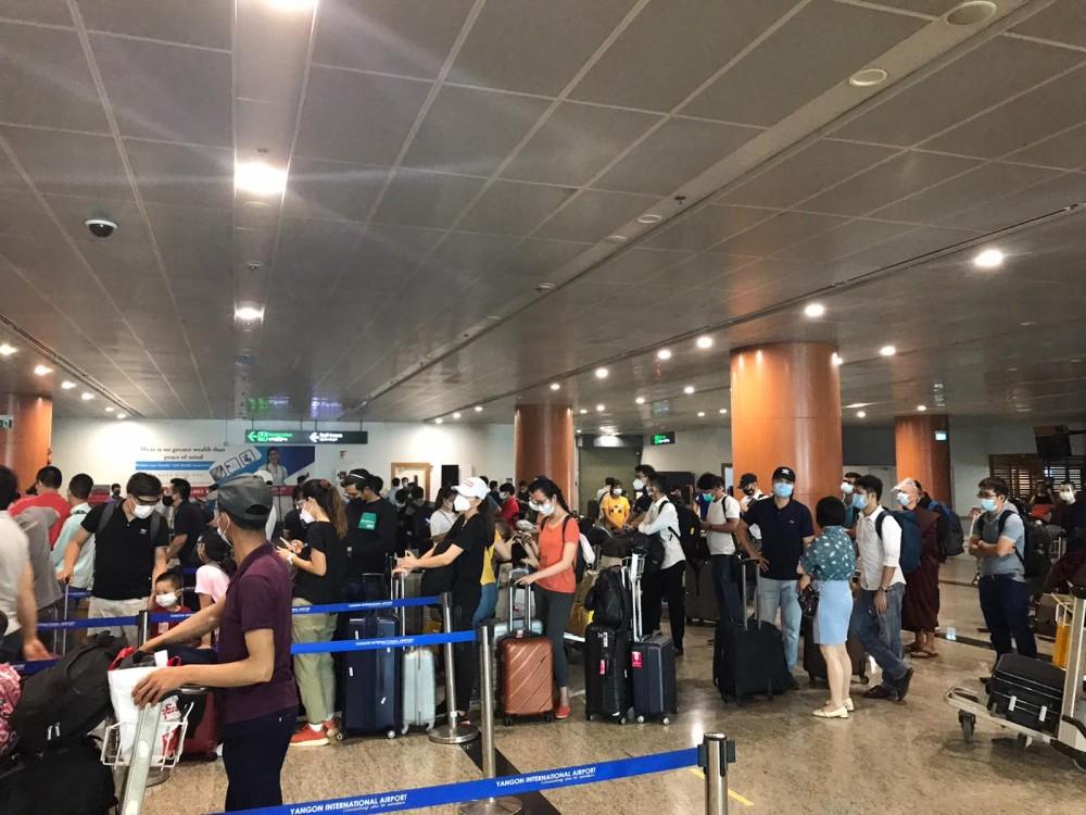các cơ quan chức năng Việt Nam, phối hợp với các cơ quan chức năng Myanmar thực hiện 2 chuyến bay chở hơn 390 công dân từ Myanmar về Việt Nam.