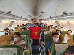 more than 300 vietnamese citizens brought home from malaysia