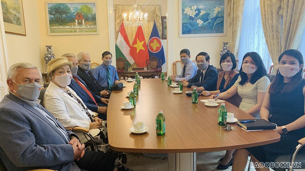 Đại sứ Nguyễn Thị Bích Thảo đã có buổi tiếp và làm việc với Trung tướng Botz László, Chủ tịch Hội Hữu nghị Hungary-Việt Nam