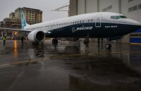 boeing phat trien may bay tam trung canh tranh voi airbus