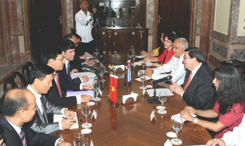 Phó Thủ tướng Phạm Bình Minh hội đàm với Ngoại trưởng Cuba