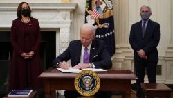 Ngày thứ 2 tại Nhà Trắng: Tân Tổng thống Mỹ Biden ký một loạt sắc lệnh và chỉ thị chống Covid-19