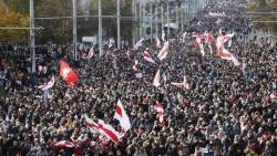 Tình hình Belarus: Bất chấp đe dọa sử dụng vũ khí sát thương, hàng chục nghìn người xuống đường biểu tình