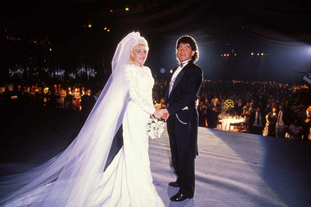 Cuộc đời và sự nghiệp đầy màu sắc của Maradona qua ảnh