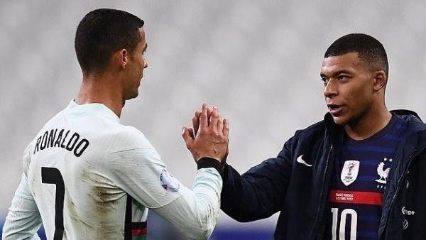PSG ký Ronaldo khi Mbappe gia nhập Real Madrid