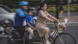 Gánh nặng cuộc sống, áp lực công việc 'cản bước' phụ nữ Trung Quốc sinh thêm con