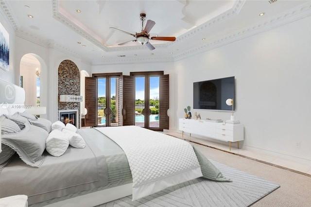 Phòng ngủ với tiện nghi cao cấp.