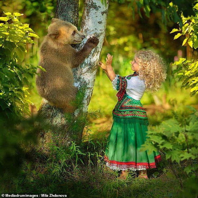 Chiêm ngưỡng hình ảnh 'người mẫu ăn khách' - gấu Stepan gây sốt mạng xã hội Nga