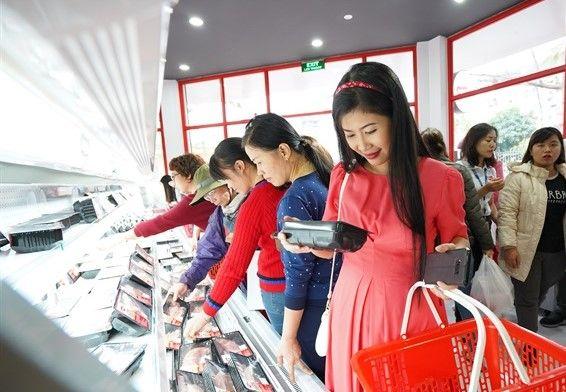 Giá heo hơi hôm nay 5/2: Trong nước giảm giá, doanh nghiệp hạn chế nhập heo từ Thái Lan