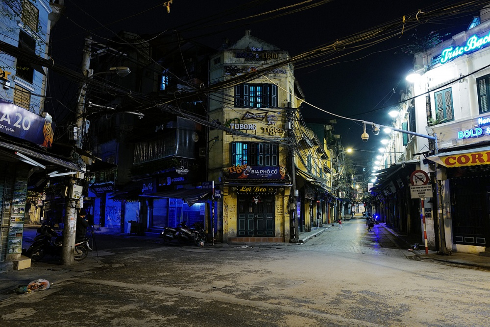 3445-630-ta-hien-hanois-popular-night-beer-street-is-deserted-at-7-pm-on-april-13-2020-photo-vnexpress