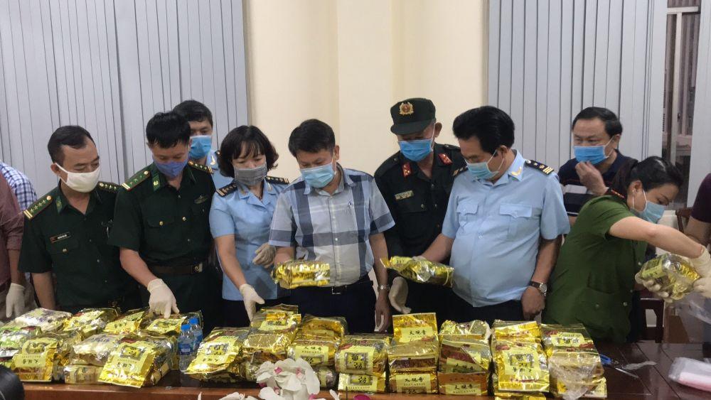 Công an Việt Nam triệt phá một đường dây buôn ma túy xuyên quốc gia lớn do người Hàn Quốc cầm đầu tháng 8/2020. (Nguồn: TTXVN)