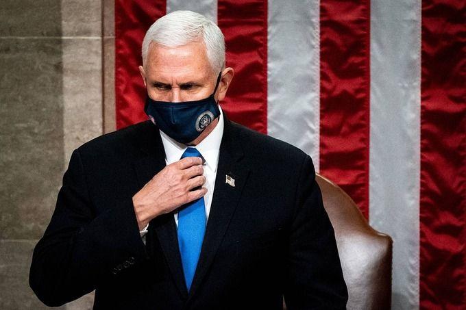 Phó Tổng thống Mỹ Mike Pence trong cuộc họp chứng nhận kết quả phiếu đại cử tri tại quốc hội Mỹ hôm 6/1. Ảnh: Reuters