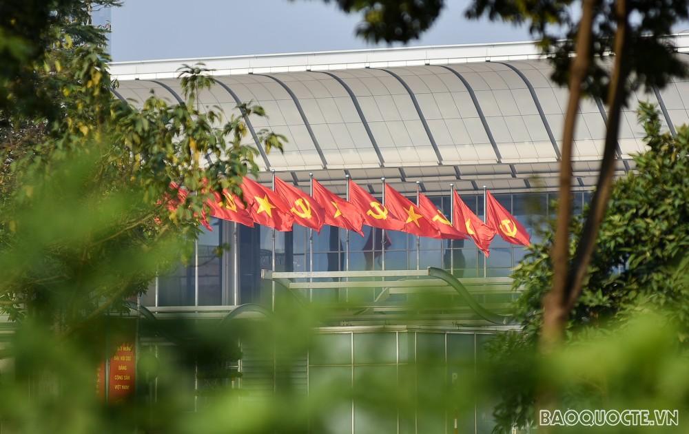 Đường phố Hà Nội rực rỡ những ngày cận Đại hội Đảng XIII