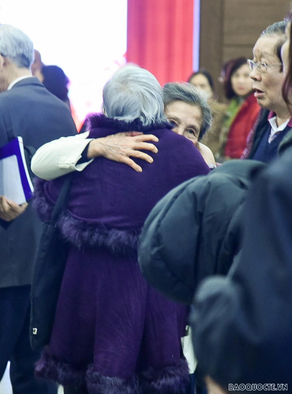 Phó Thủ tướng Phạm Bình Minh mừng thọ các cán bộ hưu trí Bộ Ngoại giao