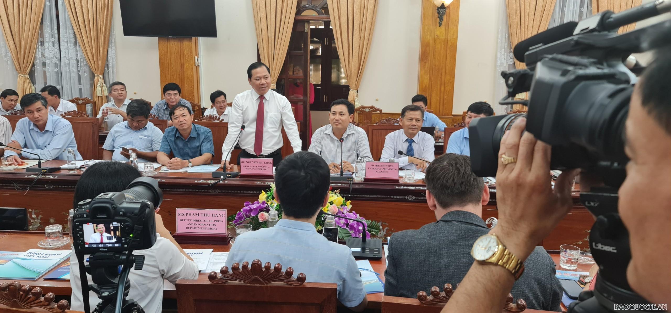 Đoàn công tác làm việc tại tỉnh Bình Định.