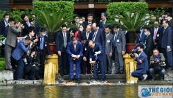 Thủ tướng Nguyễn Xuân Phúc và Thủ tướng Suga Yoshihide thăm Nhà sàn Chủ tịch Hồ Chí Minh