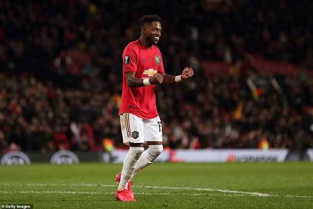man utd thang lon arsenal bat ngo bi loai khoi europa league