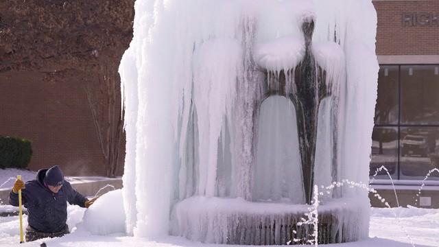 Mỹ: Những khoảnh khắc giá rét kỷ lục khiến vạn vật đóng băng như hóa đá