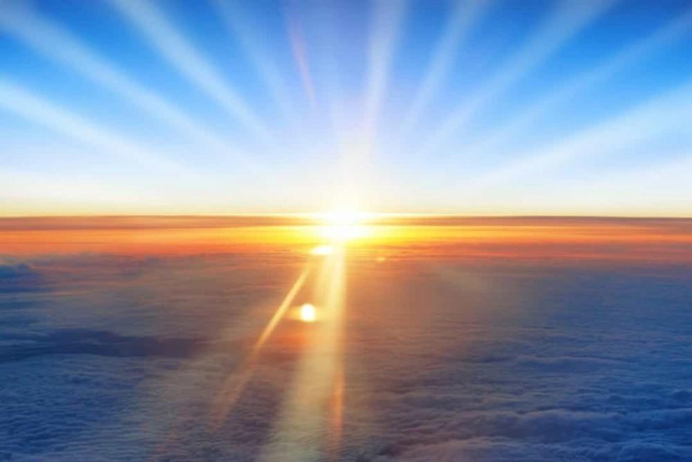 Hơi nóng và ánh sáng thoát ra từ lõi của Mặt Trời mất khoảng 1 triệu năm để đến được bề mặt của nó.