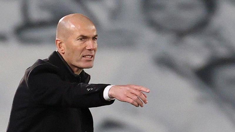 Tin chuyển nhượng cầu thủ: Man City thưởng Sterling và Phil Foden; Chelsea có kế hoạch với Lukaku; Barca ra hạn hợp đồng Demebele; Đồn đoán Zidane có