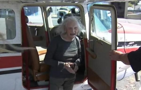 Mỹ: Phá 2 kỷ lục thế giới, cụ bà dạy lái máy bay ở tuổi... 99