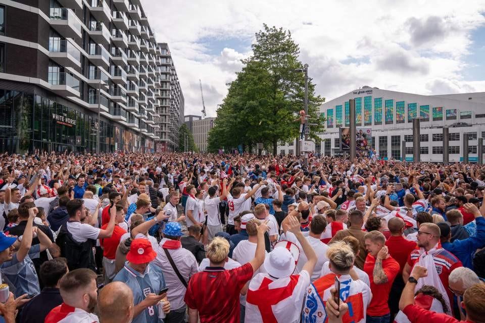 Euro 2020: Công nương Kate cách ly,  Hoàng tử William một mình cổ vũ đội tuyển Anh