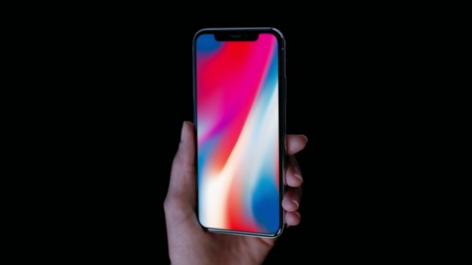 apple co the ra 2 mau iphone tran man hinh vao nam 2018