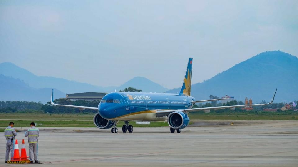 vietnam airlines mo duong bay tp ho chi minh van don