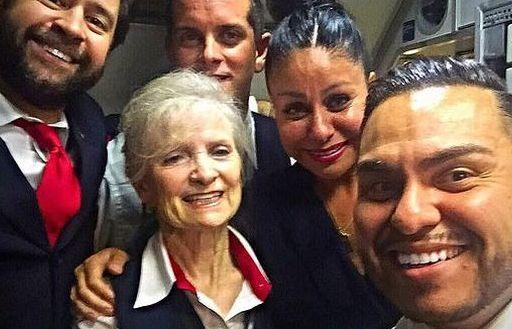 Bị sa thải, nữ tiếp viên hàng không 79 tuổi kiện hãng bay