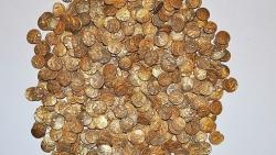 Bất ngờ tìm thấy hũ tiền vàng cổ niên đại 2.000 năm trị giá hơn 26 tỷ đồng