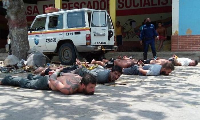 venezuela phat hien tau cao toc va vu khi cua nhom linh danh thue