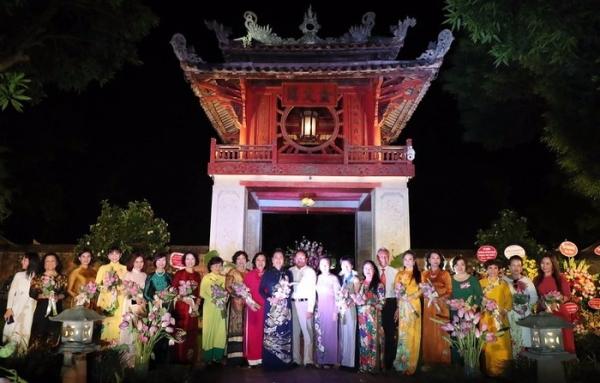 Ra mắt câu lạc bộ Phụ nữ với Di sản văn hóa